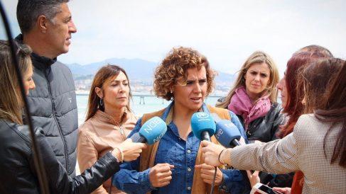 La cabeza de lista del PP al Parlamento Europeo, Dolors Montserrat, al candidato del PP a la Alcaldía de Badalona, Xavier Garcia Albiol, atendiendo a los medios. Foto: EP