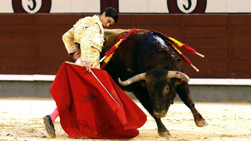 Pablo Aguado durante una de sus faenas (Foto: EFE).