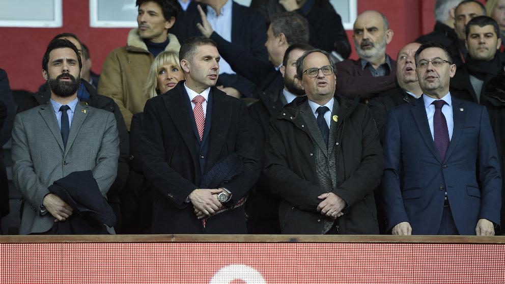 Delfí Geli en el palco de Montilivi durante un partido frente al Barcelona (AFP)