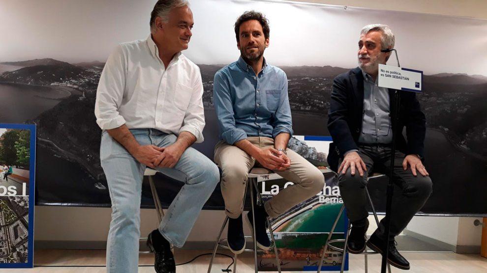 Esteban González Pons  en un acto electoral en San Sebastián, donde ha acudido para mostrar su apoyo a la candidatura de Borja Sémper a la Alcadía donostiarra. Foto: EP