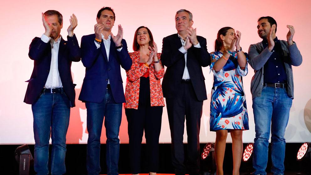 El cabeza de lista de Ciudadanos (Cs) en las elecciones al Parlamento Europeo, Luis Garicano, en un mitin del partido en Zaragoza junto a Albert Rivera entre otros compañeros de Ciudadanos. Foto: EP