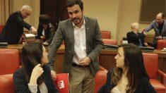Alberto Garzón junto con las diputadas de Podemos Irene Montero e Ione Belarra (Foto: Francisco Toledo).