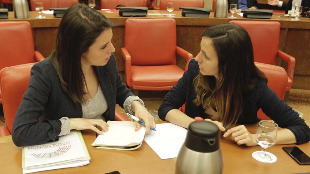 Irene Montero e Ione Belarra en el Congreso de los Diputados (Foto: Francisco Toledo).