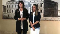 Las diputadas de JxCAT Laura Borràs (izqda.) y Miriam Nogueras.