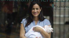 Begoña Villacís después de dar a luz a su tercera hija. Foto: Francisco Toledo.