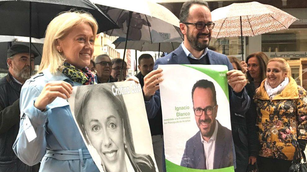 La candidata de Vox a la Alcaldía de Ovieda, Cristina Coto, y el candidato al Principado de Asturias, Ignacio Blanco. (Foto: Europa Press)