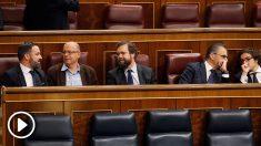 Los diputados de Vox ocupan la bancada socialista detrás de Sánchez en la constitución del Congreso. (Foto: EFE)