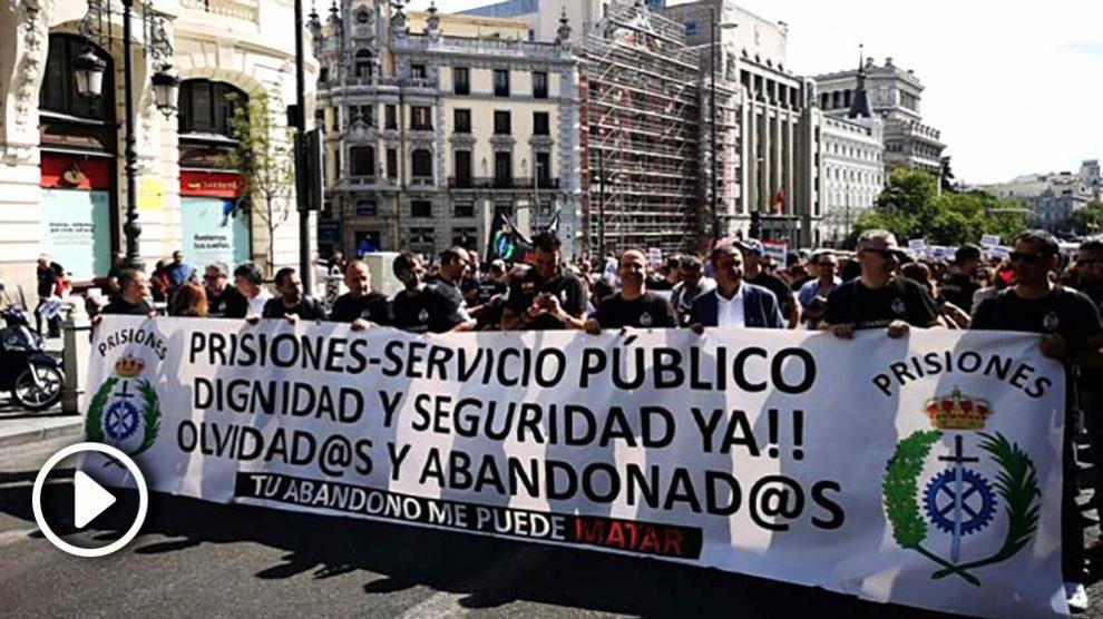 Funcionarios prisiones se manifiestan frente al Congreso 21-M