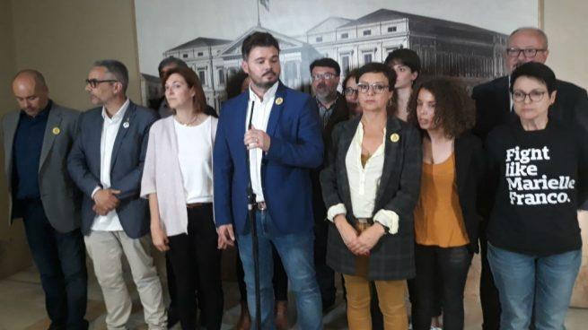 El portavoz de ERC en el Congreso, Gabriel Rufián, junto a otros parlamentarios de su grupo.