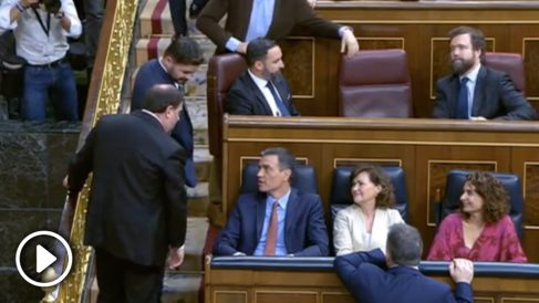 Junqueras y Sánchez charlan en el Congreso