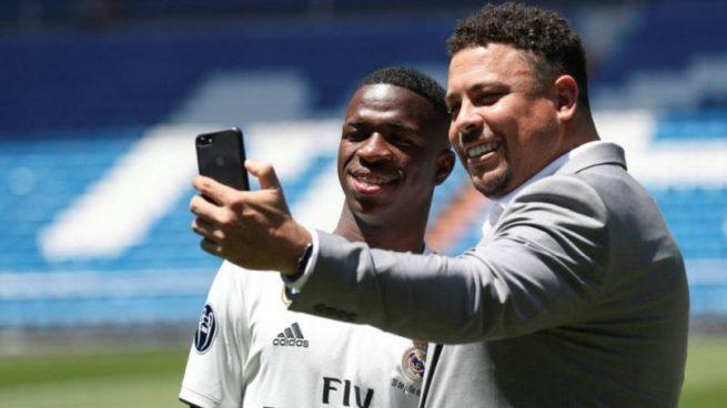 Ronaldo y Vinicius, en la presentación del jugador brasileño.