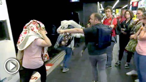 Patrullas de vecinos en el Metro de Barcelona.