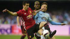Nemanja Radoja en un partido ante el Manchester United (AFP)
