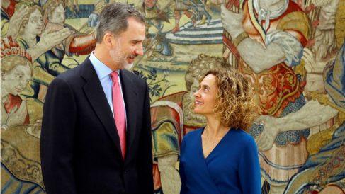 El rey Felipe VI con la nueva presidenta del Congreso, Meritxell Batet, este miércoles en Zarzuela. (Foto: EFE)