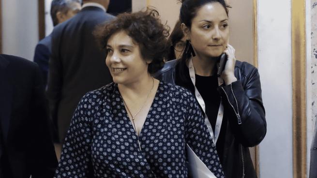 La vicepresidenta podemita del Congreso retira la bandera de España de su despacho