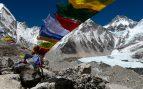 Mueren dos alpinistas en el Everest en una jornada de excesiva afluencia a la cima