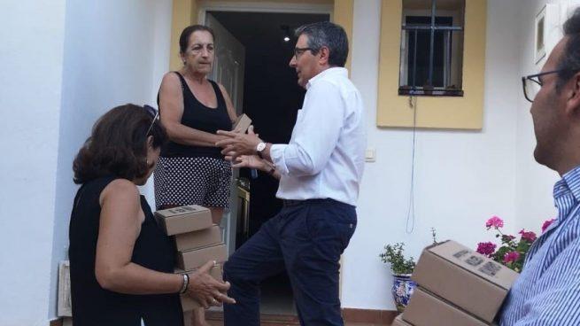 La curiosa campaña de un candidato del PP en Málaga: llama al timbre de 5.000 casas presentándose