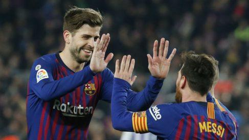 Leo Messi y Gerard Piqué durante un partido. (AFP)