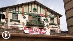 Pancarta colgada en el pueblo de Josu Ternera