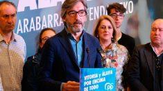 El candidato del PP a diputado general de Álava, Iñaki Oyarzabal, durante un acto de campaña. Foto: EP