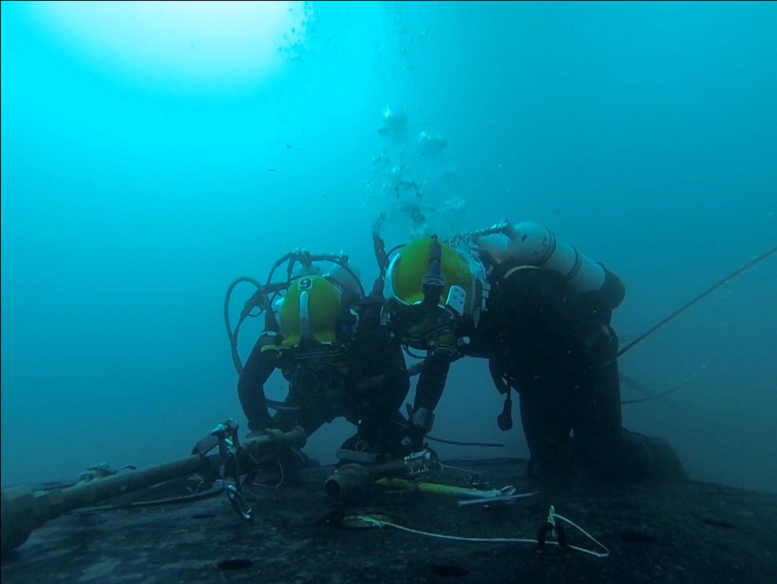 Submarinistas en un ejercicio de rescate de submarinos.