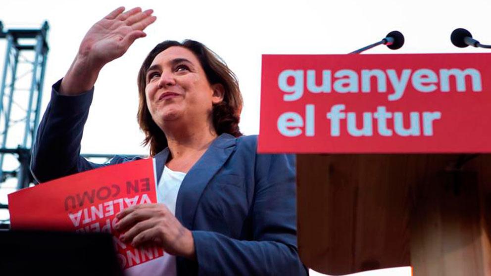La alcaldesa de Barcelona y candidata a la reelección, Ada Colau, participa en el acto central de campaña de Barcelona en Comú, este jueves en la Plaza Cataluña de Barcelona. Foto: EFE