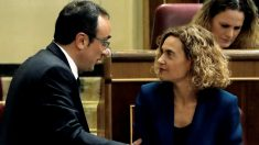 Meritxell Batet y Josep Rull, uno de los diputados suspendidos.