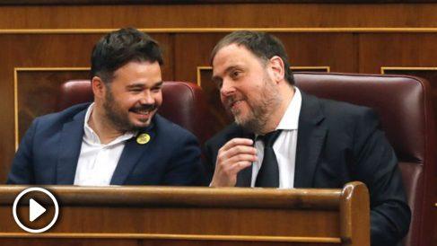 Gabriel Rufián y Oriol Junqueras en los escaños de ERC en el Congreso de los Diputados (Foto: Efe)