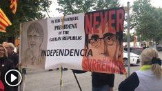 Concentración convocada por la ANC ante la sede del PSC en Barcelona.