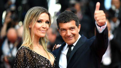 Banderas y su pareja Nicole Kimpel este sábado en Cannes (Foto: AFP).