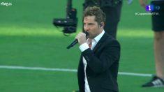 David Bisbal, en su actuación antes de la final de Copa.