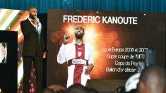 Frédéric Kanouté en un acto con el Sevilla (AFP)