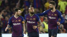 Messi, Arturo Vidal y Piqué celebran el gol del argentino en la final de Copa del Rey Barcelona – Valencia. (AFP)