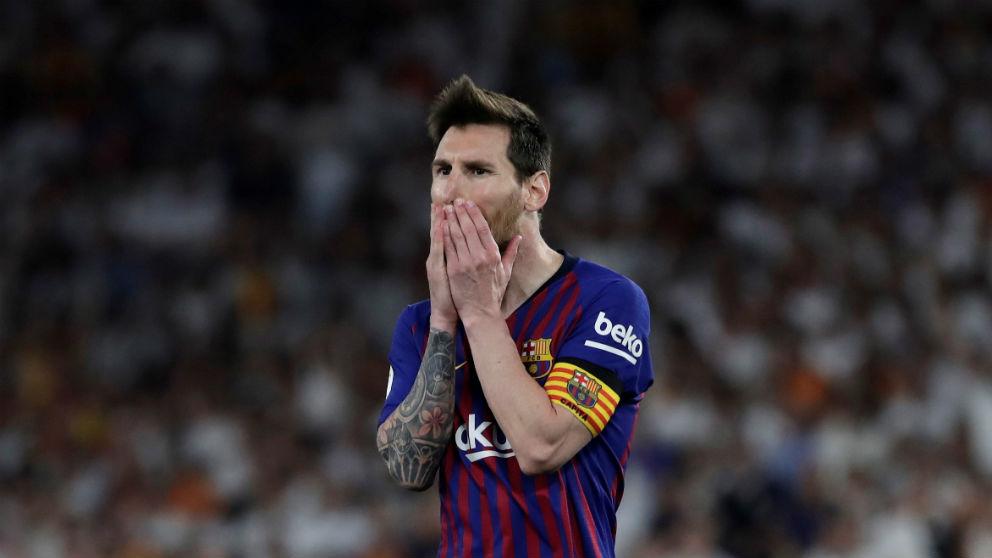 Messi se lamenta en la final de Copa del Rey. (EFE)