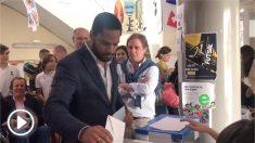 Garriga vota «por España» mientras Maragall le esquiva cabizbajo al coincidir en el colegio electoral