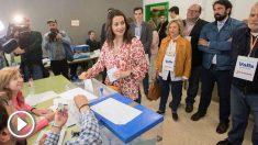 Inés Arrimadas vota esta mañana en su colegio electoral.