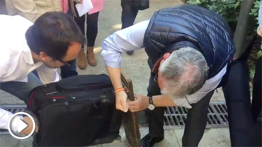 Josep Bou, candidato del PP a la Alcaldía en el Ayuntamiento de Barcelona, en el momento de los hechos @Twitter
