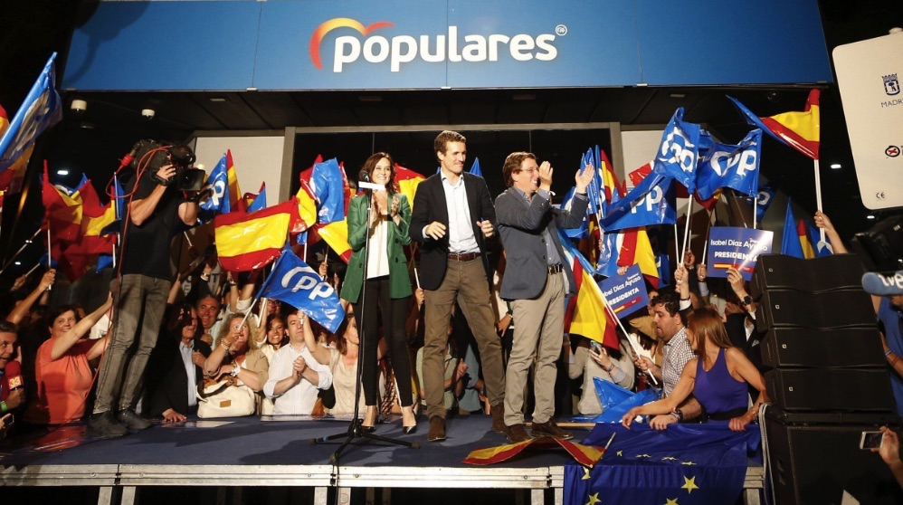 Los candidatos del PP en el balcón de Génova. (Foto. EFE)