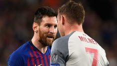 Leo Messi y Milner discuten durante el Barcelona – Liverpool. (AFP)