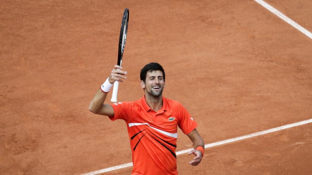 Djokovic celebra su primera victoria en Roland Garros (AFP).