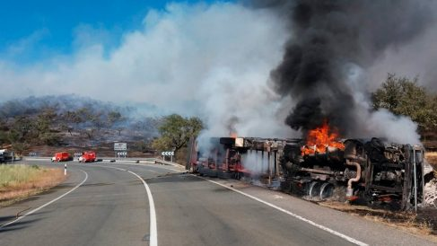 Camión accidentado en Huelva (Foto: Infoca)