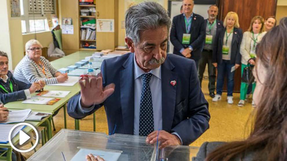 Miguel Ángel Revilla ejerciendo su derecho al voto. Foto: EFE