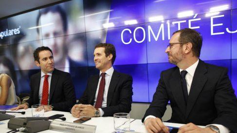 Pablo Casado junto a Teodoro García Egea y Javier Maroto, en la reunión del Comité Ejecutivo Nacional