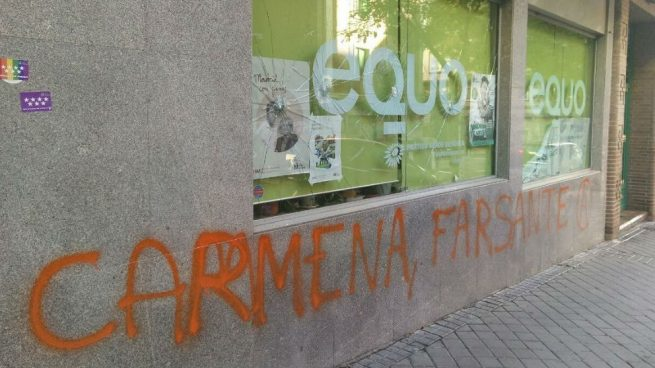 Equo en Madrid amanece apedreada y con la pintada 'Carmena farsante'