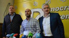 Gonzalo Pérez Jácome, líder de Democracia Ourensana, junto con los concejales Miguel Caride y Armando Ojea.