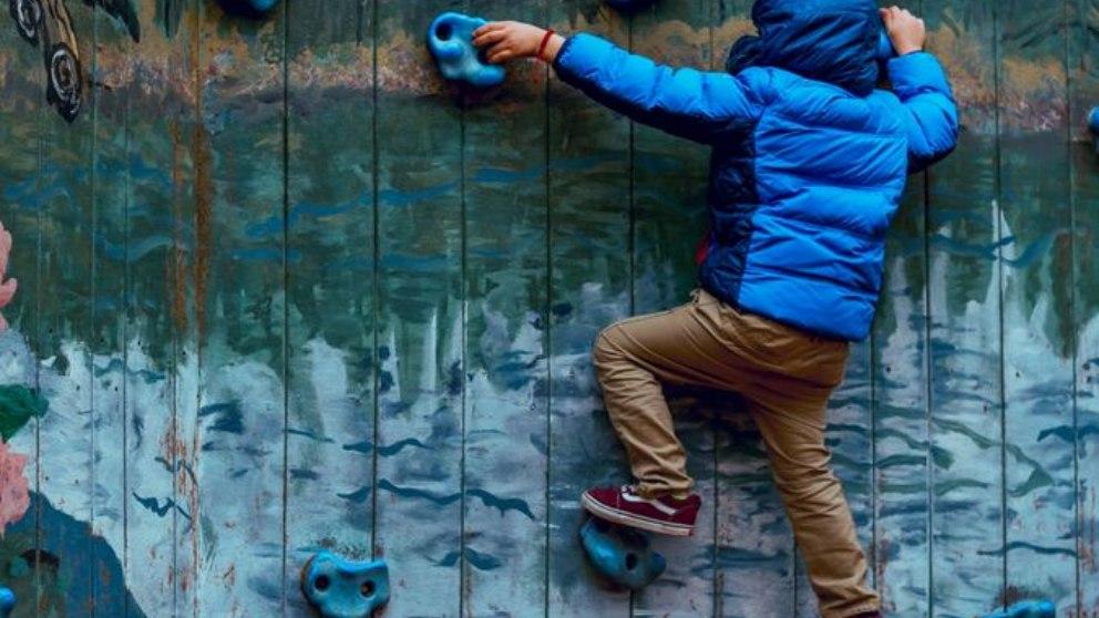 Una actividad física como la escalada ofrece múltiples beneficios para todos.