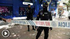 La Policía, en plena 'Operacions Oikos'. (EFE)
