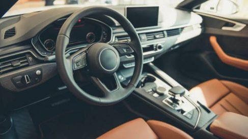 Aprende cómo se pone la funda al volante de un coche de forma fácil