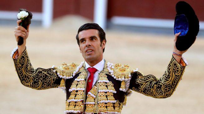 Emilio de Justo aparece con buen toreo en un gran homenaje a «albaserrada»
