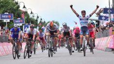 Cima celebra su victoria en el Giro